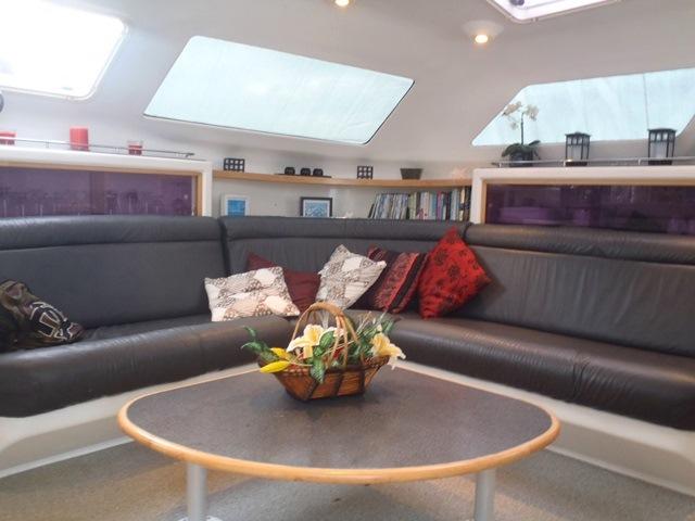 catamaran charter belize