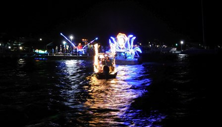 Christmas Boat Parade.Small And Mighty Christmas Boat Parade Tacogirl Belize