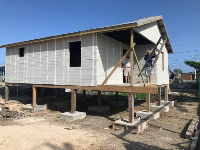 Building a house in San Mateo Belize