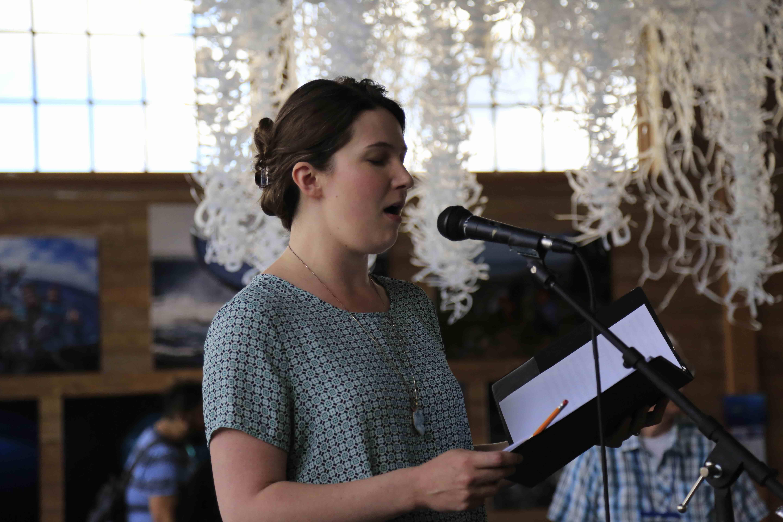 Singer Leann Conley Holcom