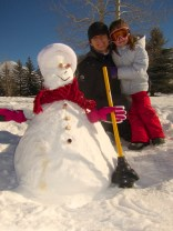 Making a snowman with dry snow