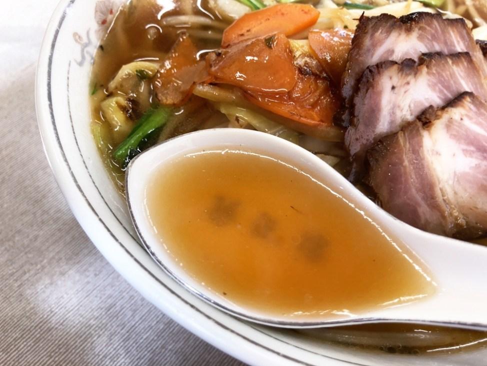 中華料理 華正楼「豚菜ラーメン」スープ