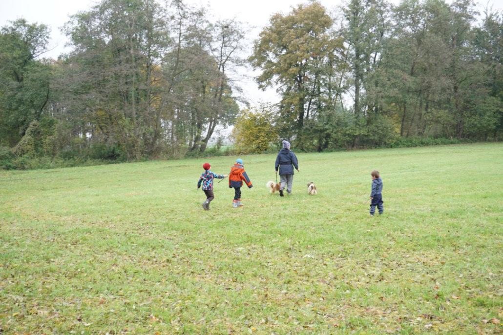 dorfkinder-unterwegs-zu-besuch-bei-oma-lifestyleblog