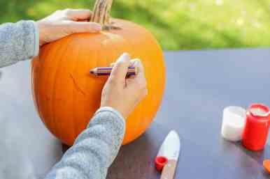 nleitung-halloween-kuerbis-aushoehlen-schnitzen