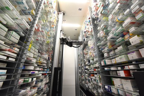 Pill rotator: This transport robot from a pharmacy will soon get more to do.