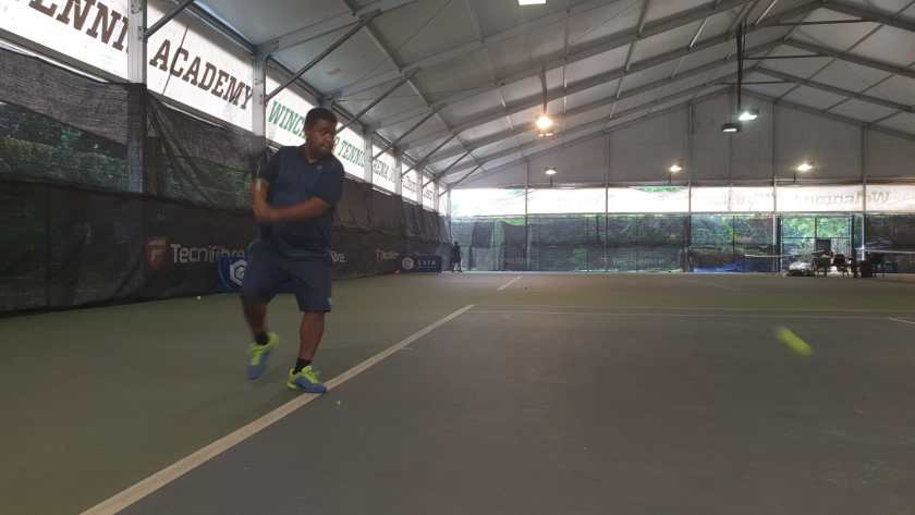 Coach Ten Rapeepat High Backhand