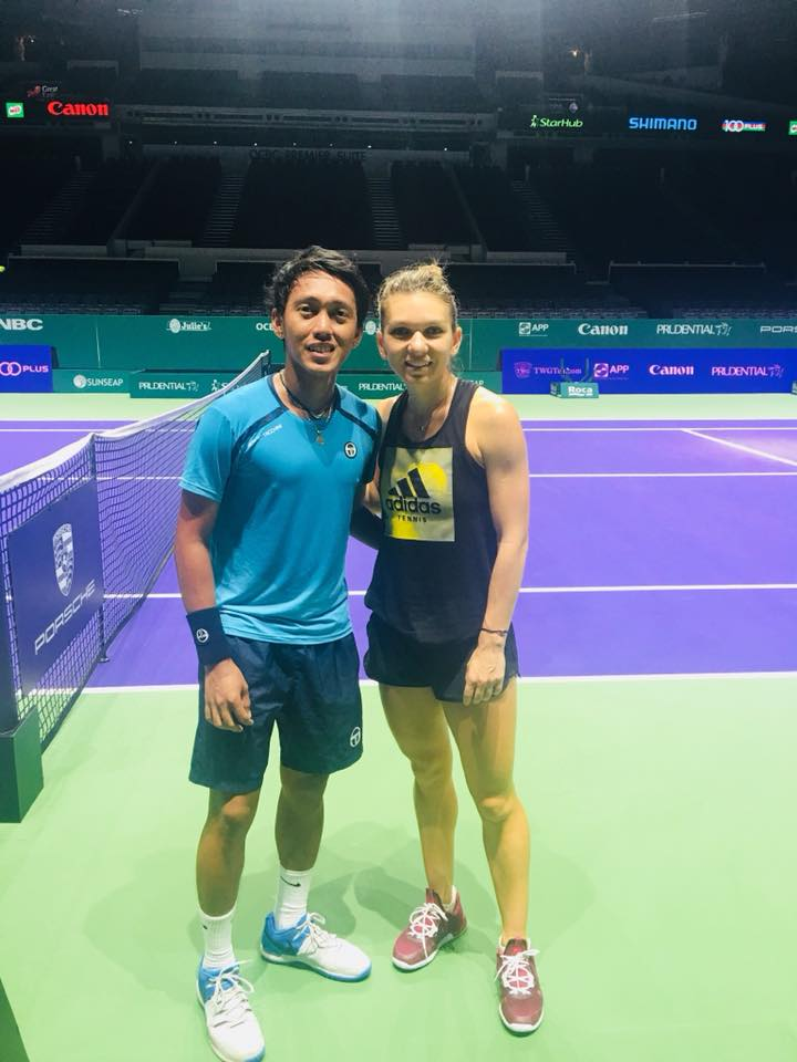 Israel Abarquez with WTA #1 Simona Halep