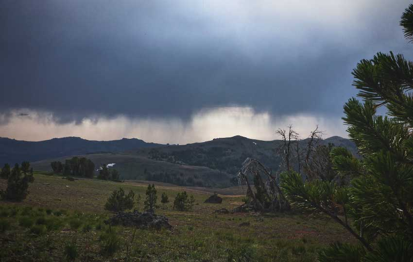 Storm clouds and approaching rain over Meiss Country