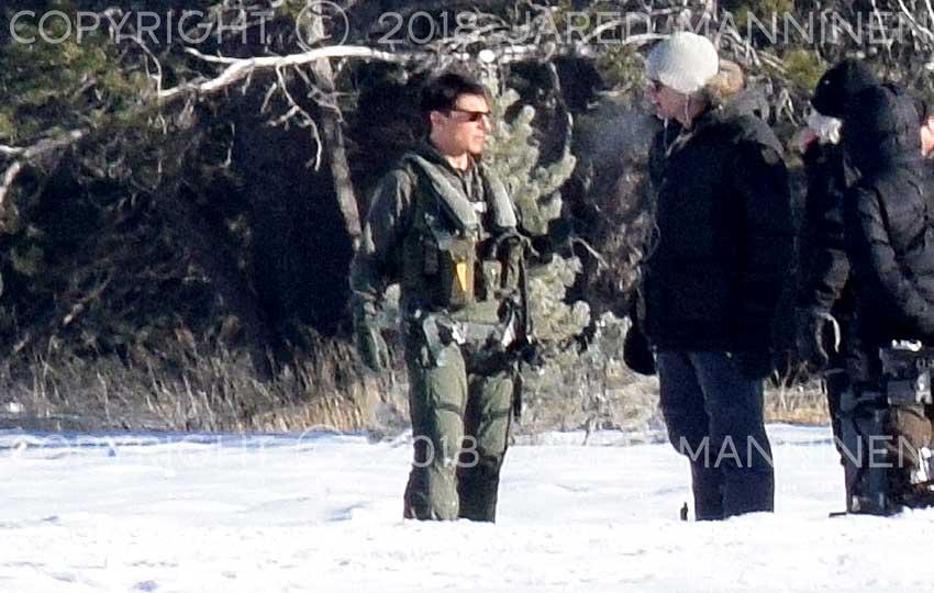 Tom Cruise talking with Top Gun: Maverick production crew members