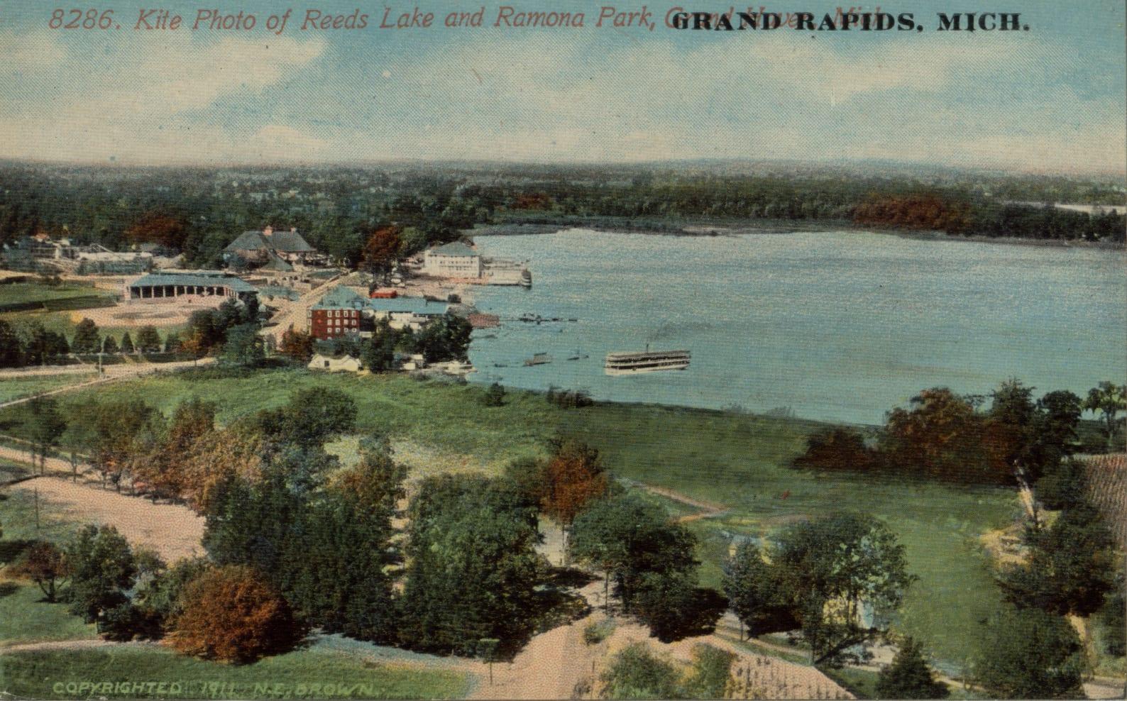 Kite_Photo_of_Reeds_Lake_and_Ramona_Park,_Grand_Rapids_MI._Postcard_-_001