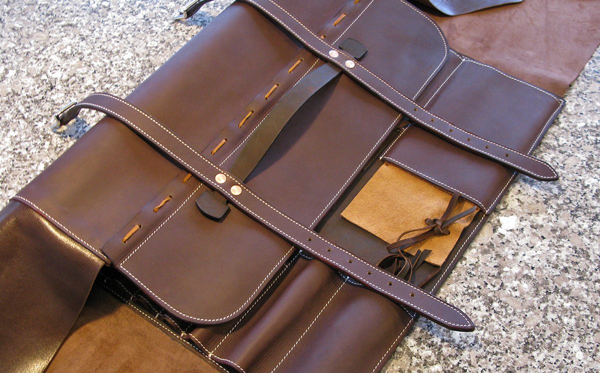 chef-leather-knife-roll__knife-case
