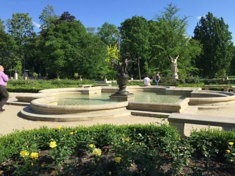 Warsaw: Wilanów rose garden