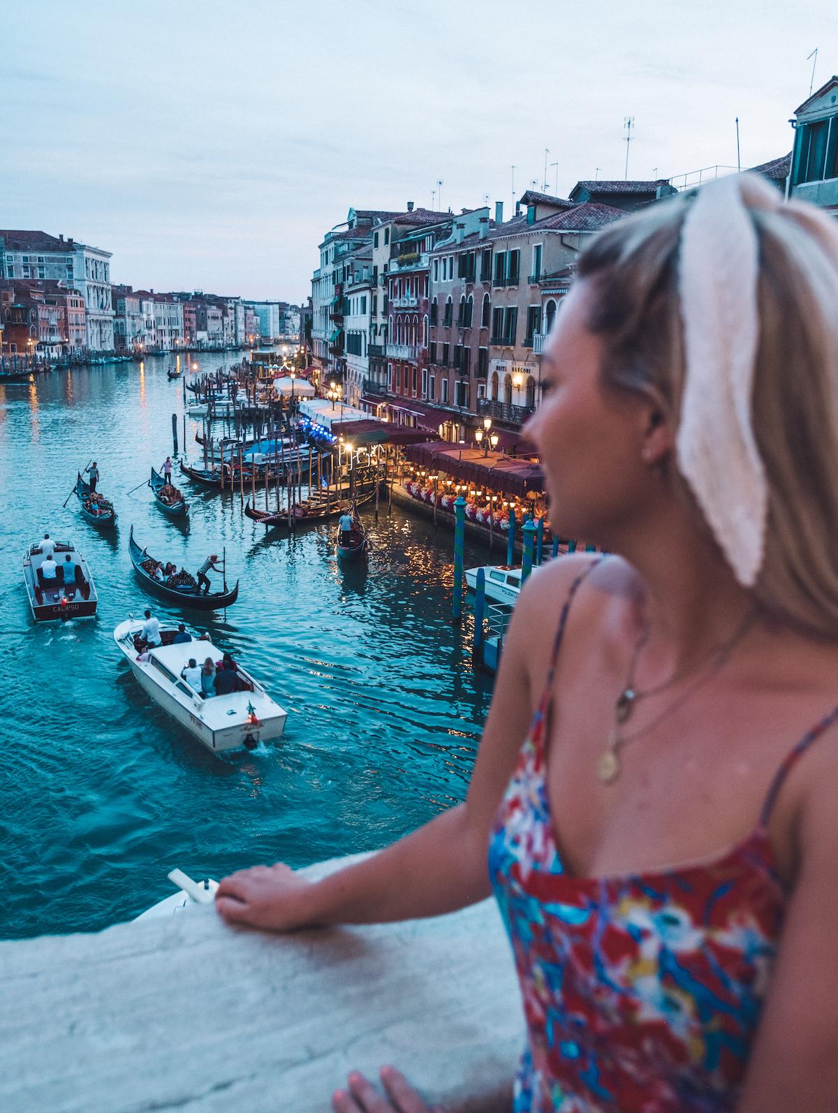 rialto bridge venice italy houseboat holidays