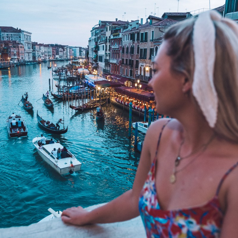 rialto bridge venice italy houseboat holidays