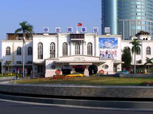 台南火車站計程車叫車電話 2923333 或 2363333 中華衛星台南計程車隊