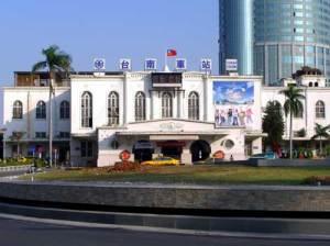 台南市在火車站搭計程車叫車的電話