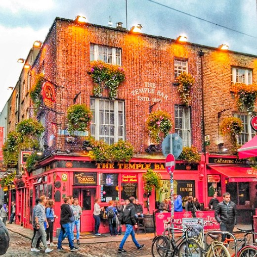 temple-bar-area-dublin-ireland