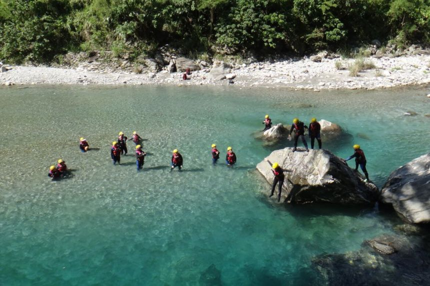 Taiwan Scene_MyTaiwanTour blog_Taroko Gorge River Tracing