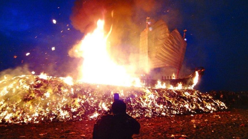 Taiwan-King-Boat-Festival-burning-by-Jenna-Lynn-Code.jpg