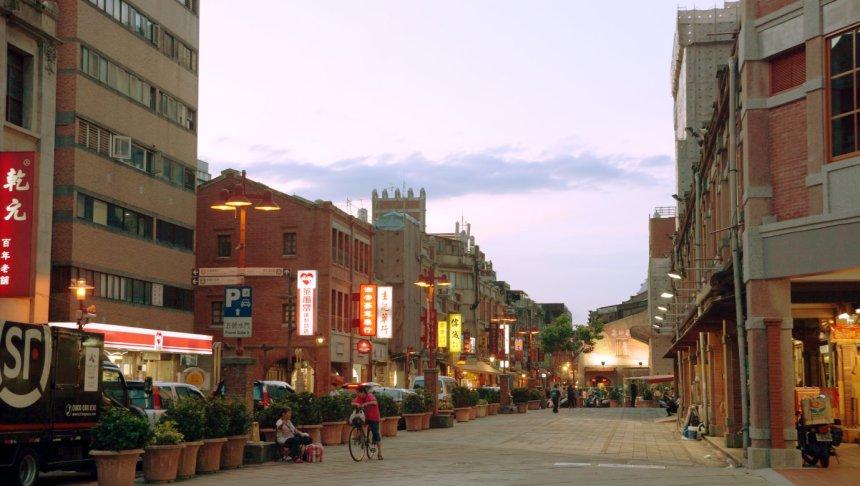 taipei-attraction-dadaocheng-dihua-street