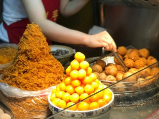 taipei-ningxia-night-market-liuyuzi-taro-ball