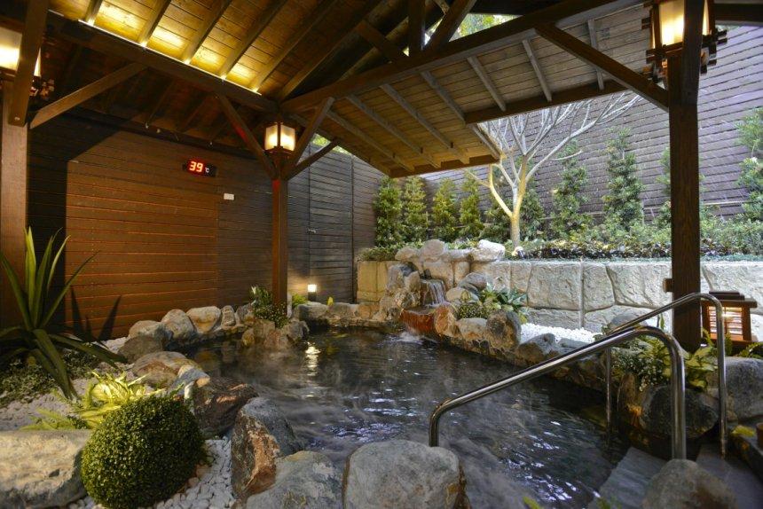 taiwan-scene-beitou-gaia-hotel-outdoor-hot-spring-1