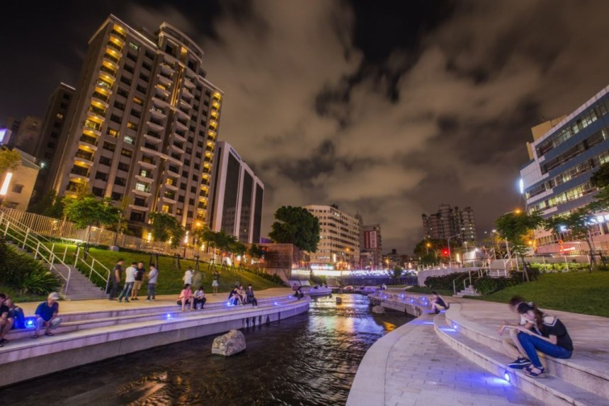 taichung-attractions-liuchuan-waterfront-park