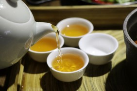 Dong Po Pork Served Oriental Beauty Tea (美人茶遇東坡肉)
