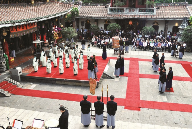 Three offering ceremony (三獻禮) to celebrate the birth of the Baosheng Emperor. (photo Xie Chenghan)