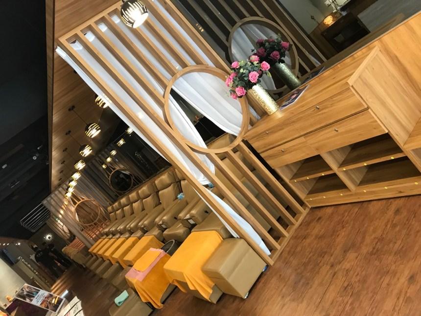 Foot massage area at Golden Foot in Taipei.
