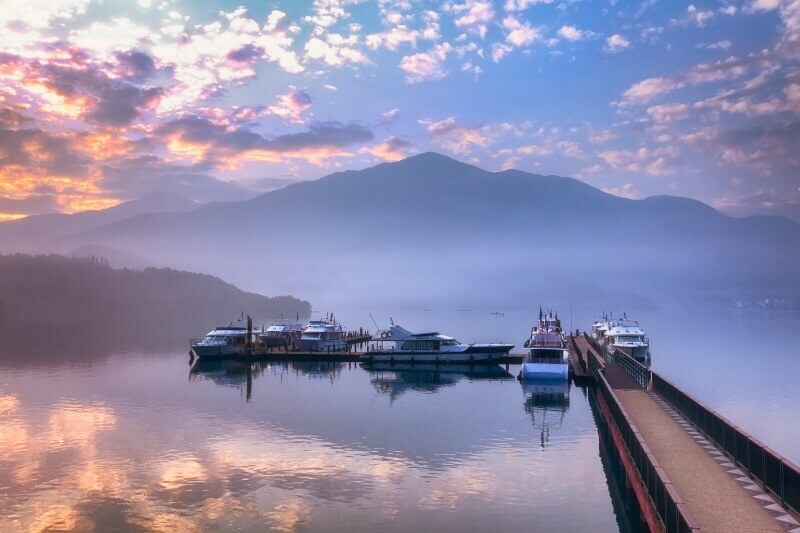 Spend a night at the hotels near Sun Moon Lake to grasp the beauty of the misty lake.