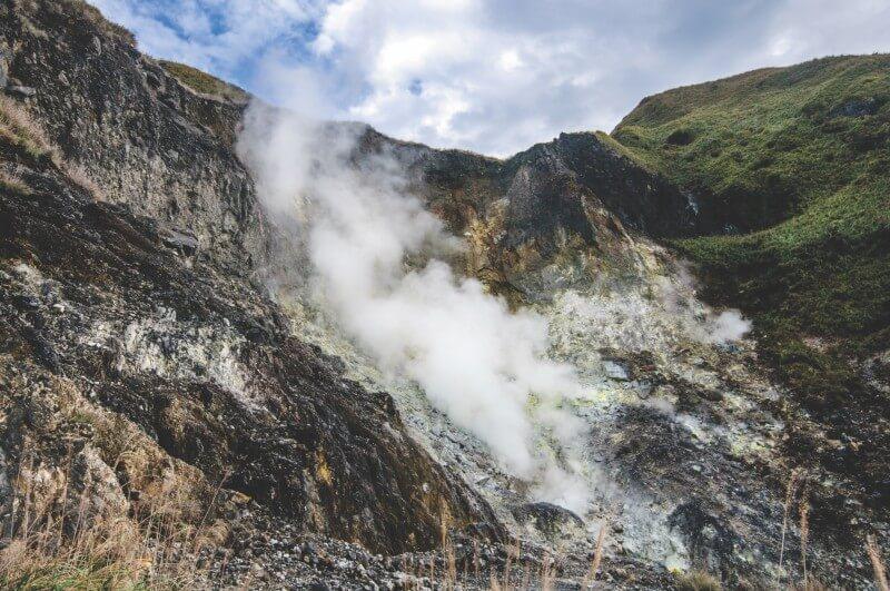 Xiaoyoukeng is a smoking fumaroles emitting volcanic.