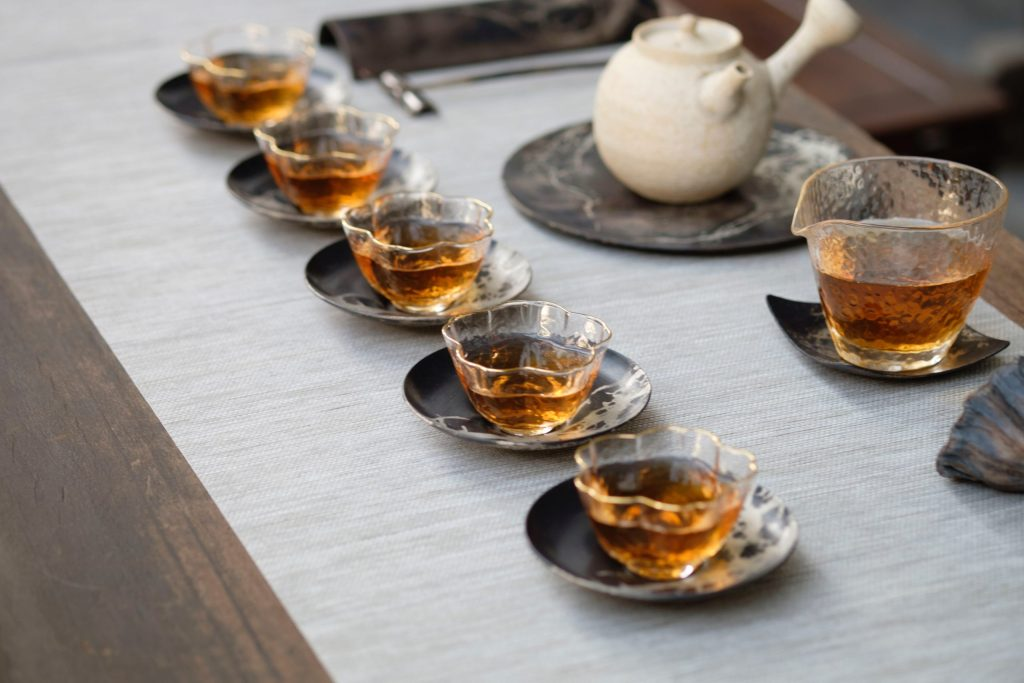 oriento MCN7xTTeAkw unsplash scaled 茶杯, 茶杯功能, 茶杯樣式, 茶杯使用辦法, 喝茶茶杯, 泡茶茶具