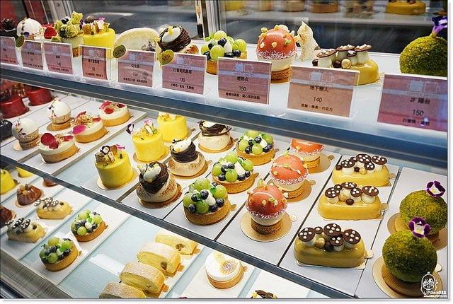 『台中。西區』 Terrier Sweets 小梗甜點咖啡-如藝術品般精緻可愛又美麗的甜點蛋糕,色香味俱全,台中必吃的甜點咖啡廳。鄰近廣三SOGO。