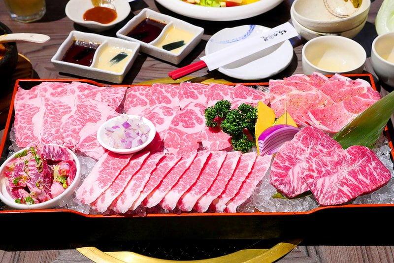 【熱血採訪】市太郎燒肉市場:寬敞大器燒肉空間 絕品雙人套餐一次吃到澳洲金磚和牛 澳洲和牛肋條 美國SRF極黑牛加無骨牛小排大滿足!
