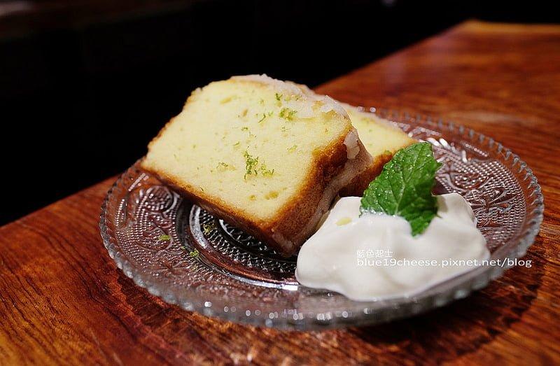 KiBii Cafe氣味咖啡-前身是Bafa Cafe.七期豪宅裡的安靜咖啡空間.除了甜點還多了適合下酒菜的私房鹹食耶