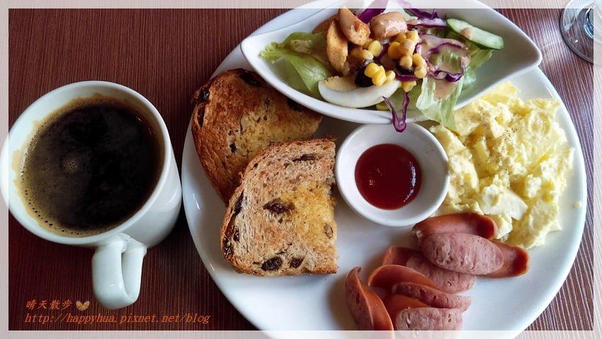 台中早午餐︱啡文學大英店~平價早午餐、下午茶的休閒好時光 低消80元 早上七點半營業 附插座、wifi 不限用餐時間