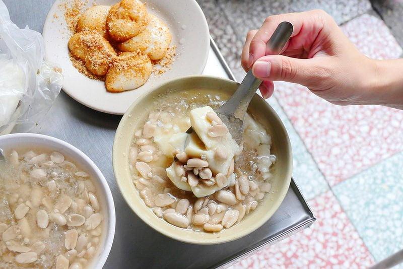 忠孝豆花:六十年老台中甜湯 冰花生豆花每碗35元料多傳統好味道!