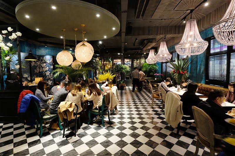 O'IN Tea House | 公益路新餐廳無極限,狠浮誇的華麗熱帶花園宮廷風超好拍!餐點很跳痛融合泰式、港式料理喔~