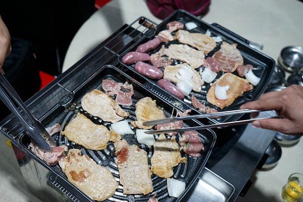 2018 07 12 222314 - 澎湖吃到飽餐廳│一品無煙燒烤380牡蠣海鮮肉品吃到飽,澎湖BBQ市區也有