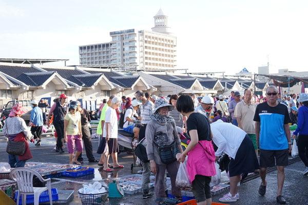 2018 07 17 172545 - 澎湖魚市場│早上6點過後很多海鮮都會沒了,想去要趁早,價格便宜人潮多