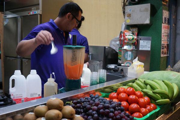 2018 09 26 210907 - 麻豆飲料推薦│阿軒果汁吧,要先喝掉1/3還會繼續裝杯的現打果汁
