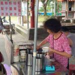 干城里無名豆花│土地公廟前的豆花攤,每天現做,2種料35元