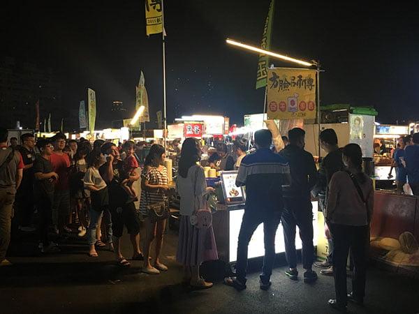 2019 10 10 221939 - 平日6點逛大慶夜市,經過有排隊的攤位懶人包紀錄