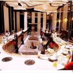 熱血採訪 | 台中新開月暮藏涮涮鍋,藏在七期豪宅裡,獨特U型吧檯還有專人剝海鮮!