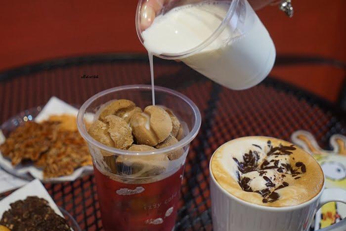 2019 11 25 164815 - 咖啡豆形狀的冰磚咖啡 手工餅乾也好吃 mini izzy cafe