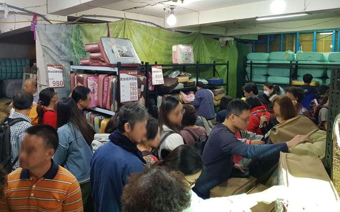 2019 12 16 113405 - 熱血採訪│烏日工廠開倉只剩7天,現場人潮擠爆,每日一物須領號碼牌