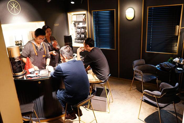 2020 01 04 160213 - 熱血採訪│沒預約喝不到!藏在新時代百貨的世界冠軍手沖咖啡,就在iDrip智能手沖咖啡機展銷中心