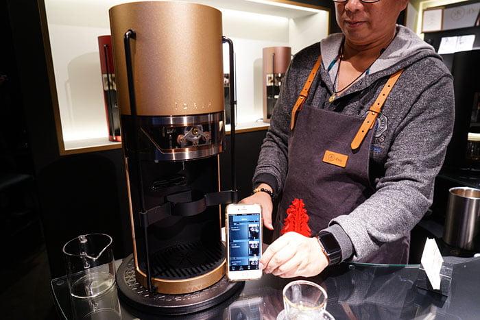 2020 01 04 160242 - 熱血採訪│沒預約喝不到!藏在新時代百貨的世界冠軍手沖咖啡,就在iDrip智能手沖咖啡機展銷中心