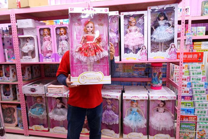 2020 01 19 201614 - 熱血採訪│台中玩具批發店擴大營業,生活百貨通通有、過年期間也有營業